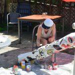 Heidi dipinge il tronco